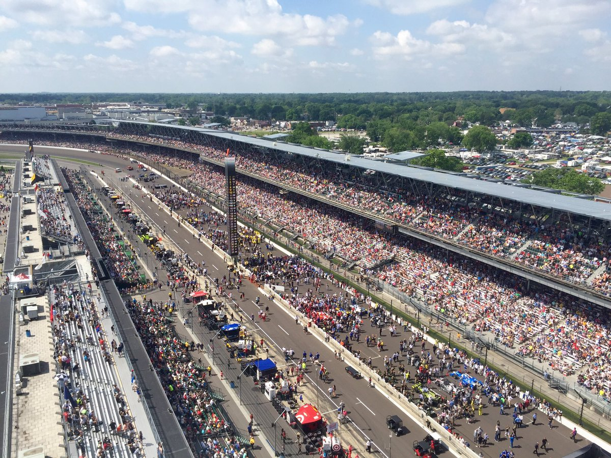 So THIS is what 350,000 people looks like! Looking good, people of @IMS! #Indy500 https://t.co/0bBSBasOQ2
