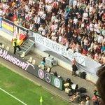 Wenn der DFB es schon nicht schafft, ein Zeichen zu setzten, die Fans kriegen es wieder ganz gut hin: #Boateng https://t.co/xXPH1kocd5