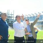 El profesor Alfredo Arias conoce el Estadio Banco del Pacífico. En minutos brindará declaraciones a la prensa https://t.co/NHhhvBtizO