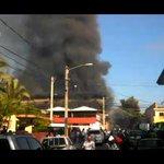 Ver #VIDEO Incendio en mercado público de La Vega. #SINFindeSemana https://t.co/Eeosyl6Fme https://t.co/YKMmaH5hjl