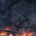 Voraz incendio se produce en el mercado principal de La Vega https://t.co/v8j8UoOae2 https://t.co/iQP4Ofk1fY