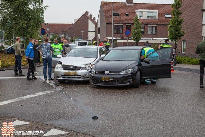 Gewonde bij ongeluk Lange Kruisweg https://t.co/7Tu2WtGOOP https://t.co/R2RNzbhOO3