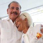 Danilo Medina: las madres son garantía del desarrollo de las familias https://t.co/XC27Uc13T4 https://t.co/rhUDN7nD7w