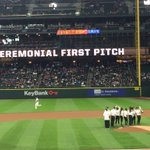 So cool to see the @UW_WGolf team tossing the first pitch! #NCAAChamps #Huskies #komonews #GoMariners #safecofield https://t.co/yh1yfx5Exo