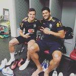 La différence de gabarit entre Coutinho et Hulk 💪 https://t.co/abkT69Ss3r