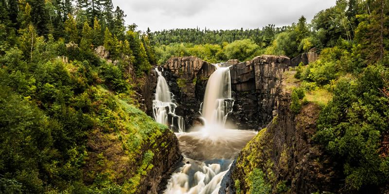 Gaze at the thundering waterfalls of Minnesota with this guide: https://t.co/Y1TDXIu2R2 #OnlyinMN https://t.co/01IEGnVXDX