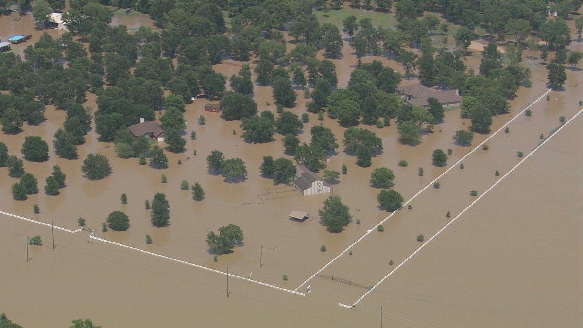 Photo: Brazos River has flooded town of Simonton, Texas ...