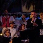 #Estápasando #LPGC ya celebra el #DíadeCanarias Con la Banda de Música,Roque Nublo y grandes voces de Canarias https://t.co/or7eiOjOK1