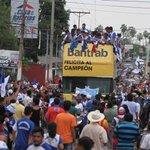 Domingo inolvidable para Suchi que celebra su título en las calles https://t.co/xxvestd4Ra https://t.co/38yoZ10BP2