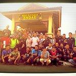 YB Datuk EXCO PBT @LatiffBandi berjumpa kumpulan anak muda sekitar Endau. Tq Datuk.. @Twt_Larkin @BrotherhoodJHR https://t.co/fuSErK0sfw