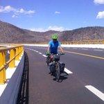 Si ve a este ciclista, salúdelo, se dirige a Valparaíso Chile: https://t.co/O63WgzVWF8 | Vía: @diariodigitalgt https://t.co/WGhtxjNjur