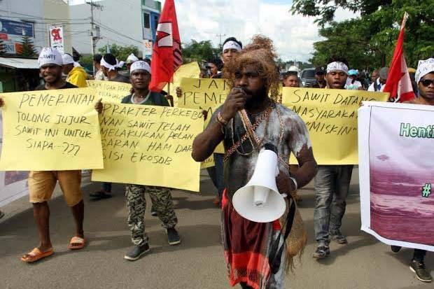 Indigenous people and activists demonstrate against oil palm expansion,in Sorong https://t.co/PklDnYzRJH https://t.co/z8dDs5giCK