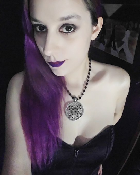 Bow down to perfection #domme #goth #goddess #femdom #findom #purplehair #goth #sexy https://t.co/aw