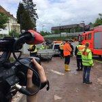 Erster Leichenwagen in #schwaebischgmuend eingetroffen. Das #Unwetter hat 2 Männer getötet. https://t.co/VvSb8sismp