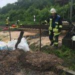 Normalerweise befindet sich an dieser Stelle bei #Neckarsulm keine Eisenbahnbrücke. #Unwetter #DB *jg https://t.co/AqjyVftc1R