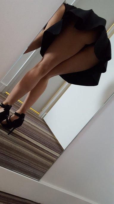 ?par ce jeu de dupes, voir sous les jupes des filles? ? bisous les loulous ? #underass #upskirt #legs