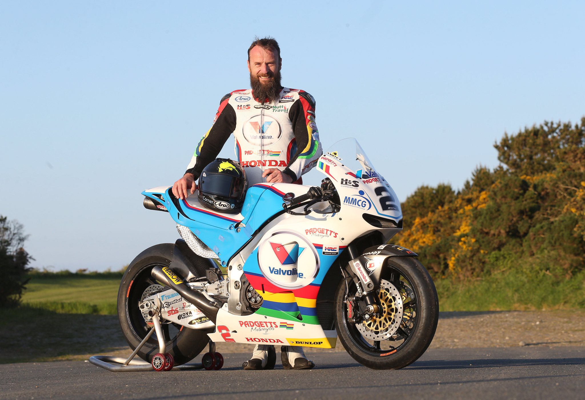 Bruce Anstey and the mighty @PadgettsRacing1 RC213V-S will head out in TT practice tonight! Can't wait to hear that! https://t.co/Esu7QH44Op