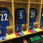Le vestiaire des Bleus est prêt à moins de 3 heures du coup denvoi de France???????? - ????????Cameroun ! (via @equipedefrance) https://t.co/8ThbAIXRJF