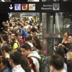 Un grupo de grafiteros que salta a las vías del metro en Barcelona complica la jornada de… https://t.co/dswZohbHl0 https://t.co/J2U6cqdypi