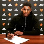 Happy to have signed a new contract with @ManUtd ✍🏾🙌🏾 https://t.co/Ez3eNm7Bz9