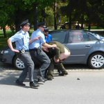 Veterán z Kosova ukázal na americký konvoj nahý zadek. Policie ho chce stíhat za výtržnictví https://t.co/KEhbqNsJ5h https://t.co/IhmpcVtkPz