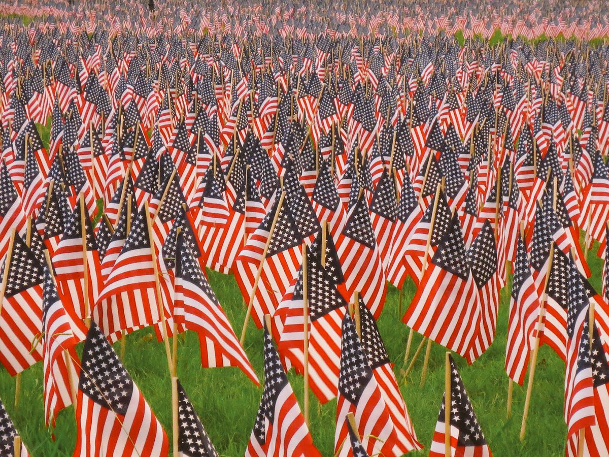 Remembering and honoring those who made the ultimate sacrifice. Much luv and respect. #MemorialDay2016 https://t.co/KFAll3PiWc