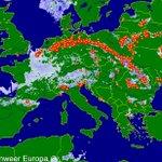 Een regenboog van onweer nu ook over Europa: https://t.co/uFfqaK1ylA lengte bijna 2000 km #noodweer #wateroverlast https://t.co/HYMgu6JfDZ