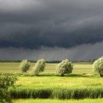 Das #Unwetter über Norddeutschland breitet sich aus, der Deutsche Wetterdienst warnt vor Starkregen, Stumböen, Blitz https://t.co/mRvbiAMNkd