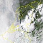 Zwaar #onweer in de oostelijke provincies momenteel! Kans op #hagel, #windstoten en wateroverlast! #noodweer https://t.co/3nXhKwCzKI