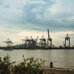 #Unwetter zieht in #Hamburg auf @mopo https://t.co/WI5oq9Lzld