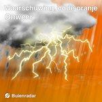 KNMI geeft #CODEORANJE voor zware buien met #onweer, #hagel & veel regen! Midden- en oost-NL https://t.co/cWgiONU6aE https://t.co/ksPgdOMCbq