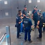 #Metrobcn ha estat aturat 8 hores per lacció dels 6 detinguts acusats de danys i desordres https://t.co/eVKWYmVLdQ https://t.co/XGG8h3Vhah