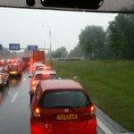 #N325 staat behoorlijk vast, volgens @vossejongk is het behoorlijk noodweer rond Arnhem https://t.co/lwCJAHEKCX
