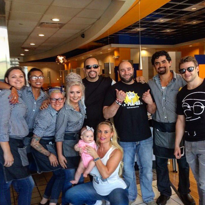 Awesome having @FINALLEVEL  @cocosworld and @MarcoAndretti visit us at #EatYolk Indy!! https://t.co/QmbNmbNWQw