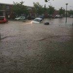 In #Nederland beginnen de auto's te drijven door #wateroverlast. #onweer Foto: @Art_of_thunders https://t.co/2HPe931SQW