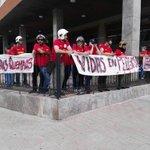 """Los BOMBEROS hacen """"HUIR"""" a Rajoy de un MITIN en Extremadura VERDADEROS... #HeroesAnonimos https://t.co/aWVhmdFhcu https://t.co/ibkOFkuoNU"""