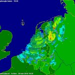 WAARSCHUWING : Ontieglijke zware buien met onweer, wolkbreuken naderen opnieuw oost/no Nederland va Duitsland ! https://t.co/KanGVVTCfh