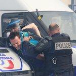 Fransız polisinin göstericilere sert müdahaleleri, #FranceisnotsecureforEuro2016 dedirtti! https://t.co/SCbiz5QWnK https://t.co/s5XlvlIpW2