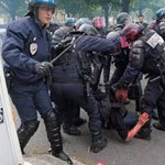 Gezide Canlı Yayın yapan @CNN @BBC Fransada ki polis vahşetini görmüyor musunuz? #FranceisnotsecureforEuro2016 https://t.co/20OBJskrEd