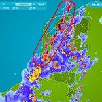 Zwaarste buien beginnen nu een lijn te vormen van #Friesland naar #ZuidHolland. #onweer https://t.co/cjxly6kH46 https://t.co/ZoiMa4es6M