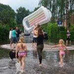 Zwemmen en waterskiën: noodweer in Gelderland in 12 opvallende filmpjes https://t.co/1OA7Curq6J https://t.co/1Ddk4Sv7dV