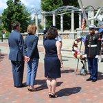 Wreath commemorating veterans sacrifices #MemorialDay2016 @CityofAsheville #avlnews #avlgov https://t.co/N41MtmU38b