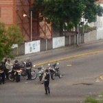 via @Birrilly: Siguen enfrentamientos entre encapuchados y PNB en la av ULA tomar previsiones Av https://t.co/559J7xSRuc #Tachira