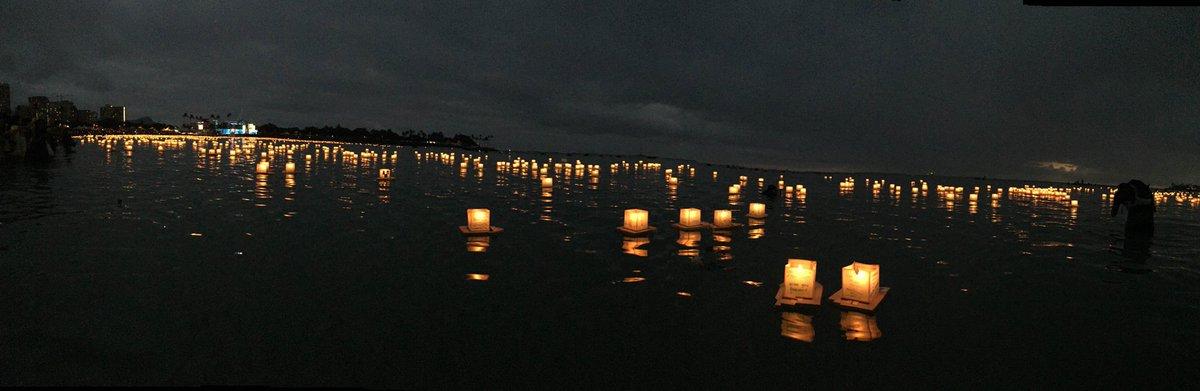 18回目のハワイ灯籠流しが終わりました。今年も様々な思いを載せた灯籠が、夜の海を美しく照らしていました。 https://t.co/f3TGi8cR6A