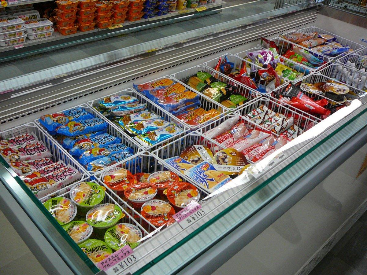 今日はとてもあついですね( ˘ω˘ )  大きなアイスのケースがきたので、みなさんアイス買いにきてください とても高い買い物だったけど、みなさんの利用で取り返せるって信じてる・・・ https://t.co/RjMc8w0zzE