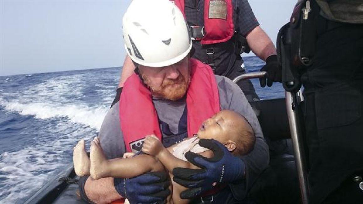 Otra foto, otro bebé, el mismo drama, la misma causa... ¿Y el mundo? Bien, gracias, como siempre https://t.co/7vkhEjCuU5