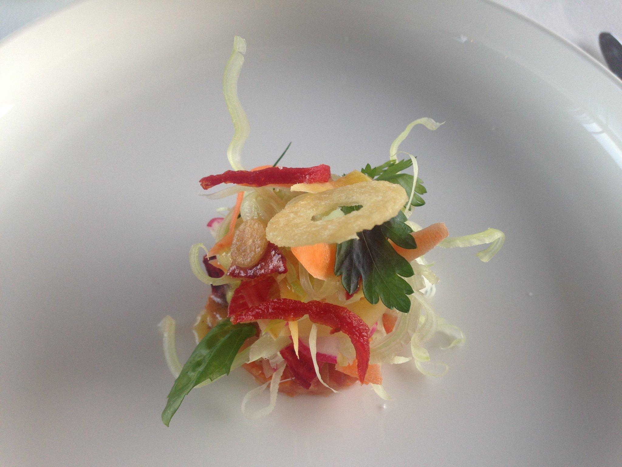 Elégante cuisine légumière et vue sublime à la Voile, #1étoile à l'hôtel La Réserve, #Ramatuelle (83). https://t.co/6jJrUABb7t