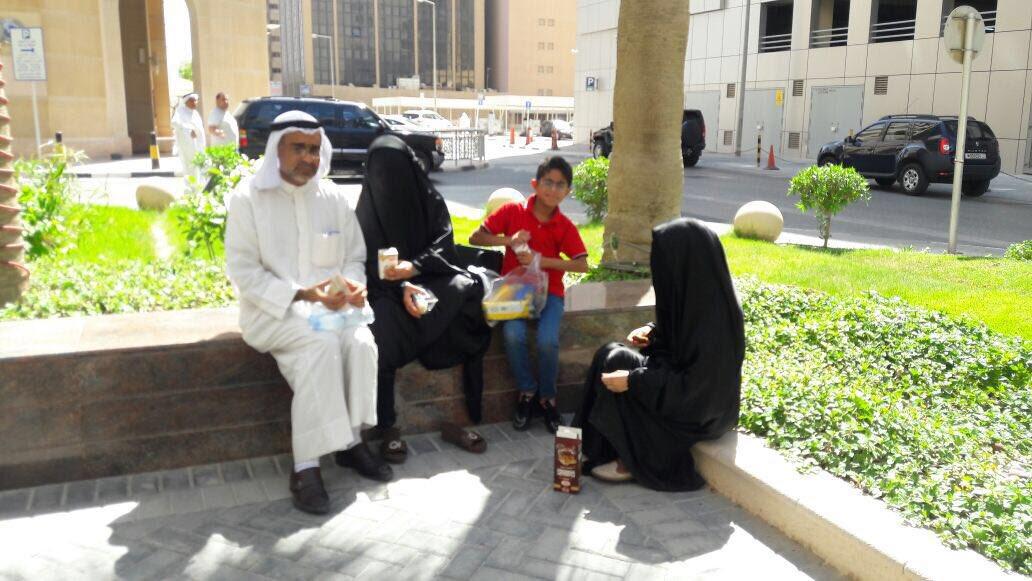 تم الإفراج عن الحاج علي الذي أعتقل من أمام مبنى وزارة الأسكان وذهب ليعتصم مره أخرى مع عائلته  #إصرار_وعزيمه #البحرين https://t.co/Twq6x0jzkO