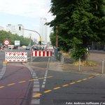 Wieder nichts gelernt, #Berlin: Absurde Vollsperrung für Radfahrer auf der Karl-Marx-Allee: https://t.co/PYbm09rCwf https://t.co/KbyBPlJBKo