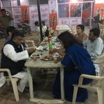 Enjoyed really nice Chai & Pakoda at a dhaba on Mathura Delhi Highway with my colleague MoS & BJP General Secretary https://t.co/ZX888FBakr